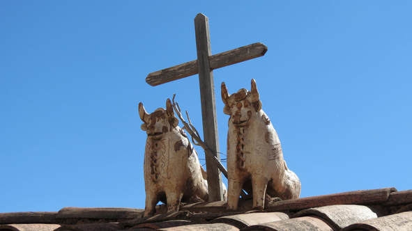 Photo of Pucara bulls on a roof.